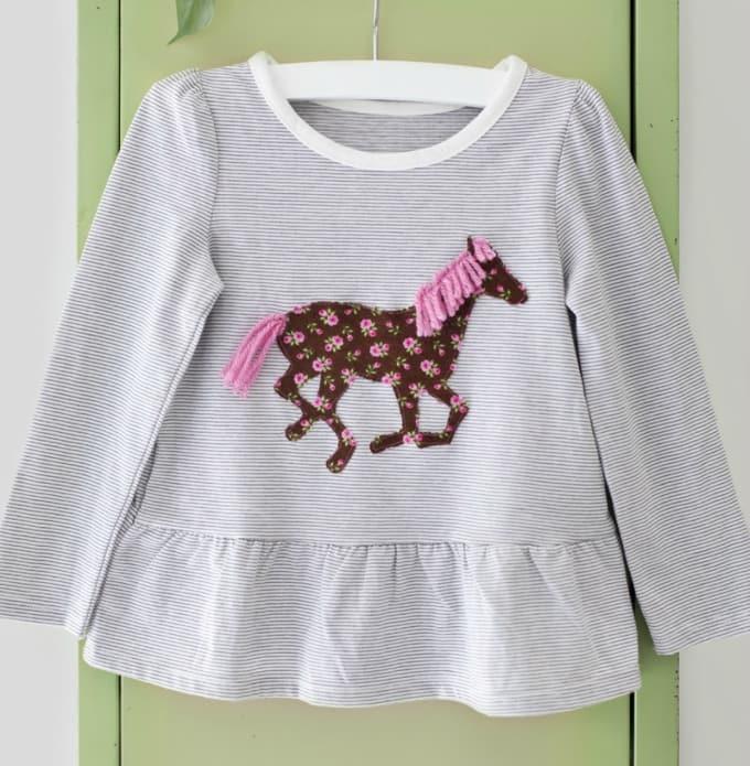 40 diy horse craft ideas to inspire your creativity cool crafts horse applique shirt solutioingenieria Choice Image