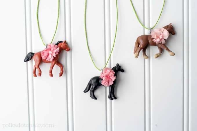 40 diy horse craft ideas to inspire your creativity cool crafts pretty ponies necklace solutioingenieria Choice Image