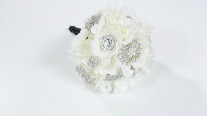 simple brooch bouquet
