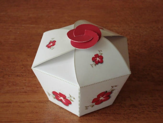 dainty little cupcake box
