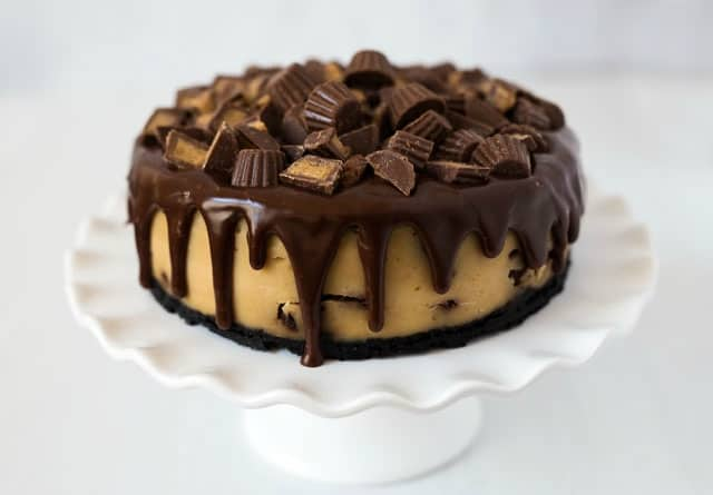 peanut butter cup drip cheesecake