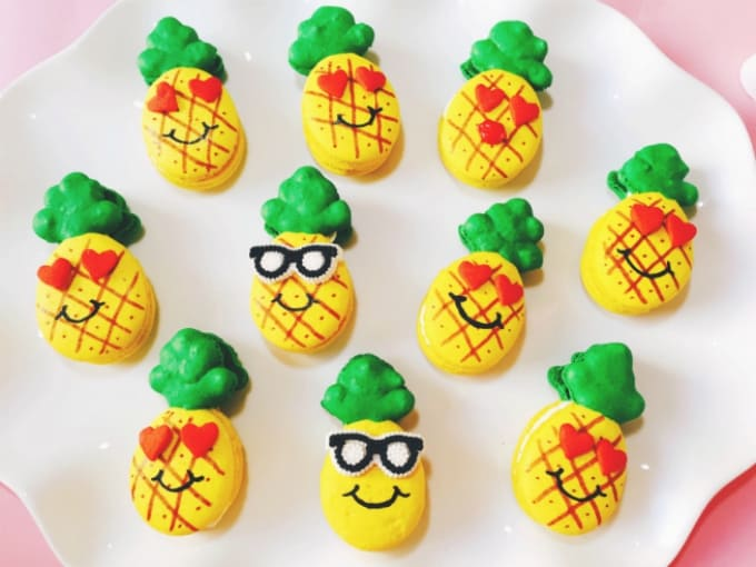 pineapple macarons