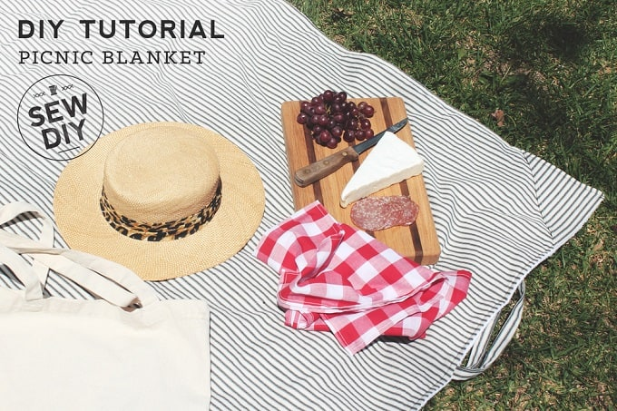 classic and functional picnic blanket