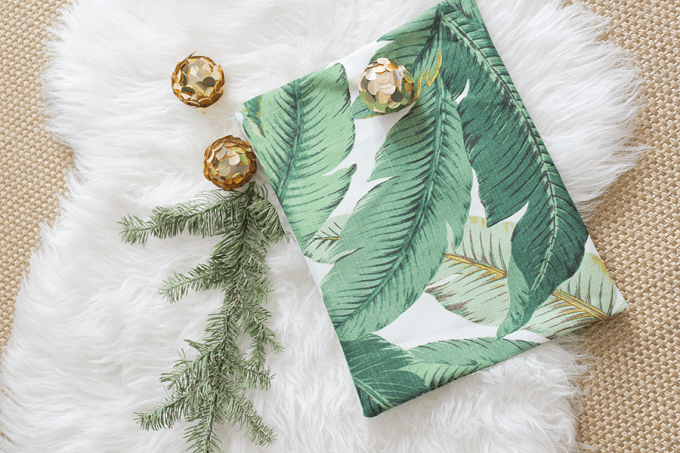 Palm Leaf Clutch - We compiled an eye-catching list of 30 DIY tropical leaf craft ideas for you try. | Coolcrafts.com