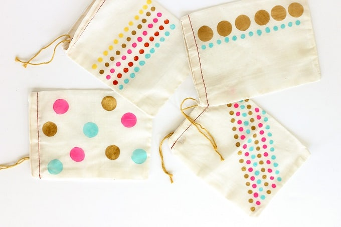 Hand Stamped Dot Party Favor Bags - Check out 34 other eye-catching goodie bag ideas that you can make for your next party. | Coolcrafts.com