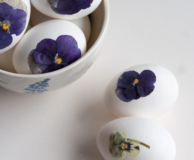 Press Flower Easter Eggs - We compiled a list of 39 other DIY pressed flower ideas for you to make | Coolcrafts.com