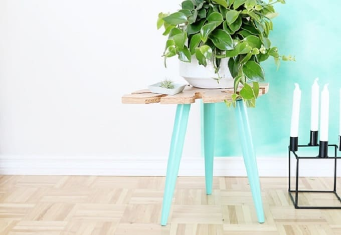 Tropical Leaf Side Table - We compiled an eye-catching list of 30 DIY tropical leaf craft ideas for you try. | Coolcrafts.com
