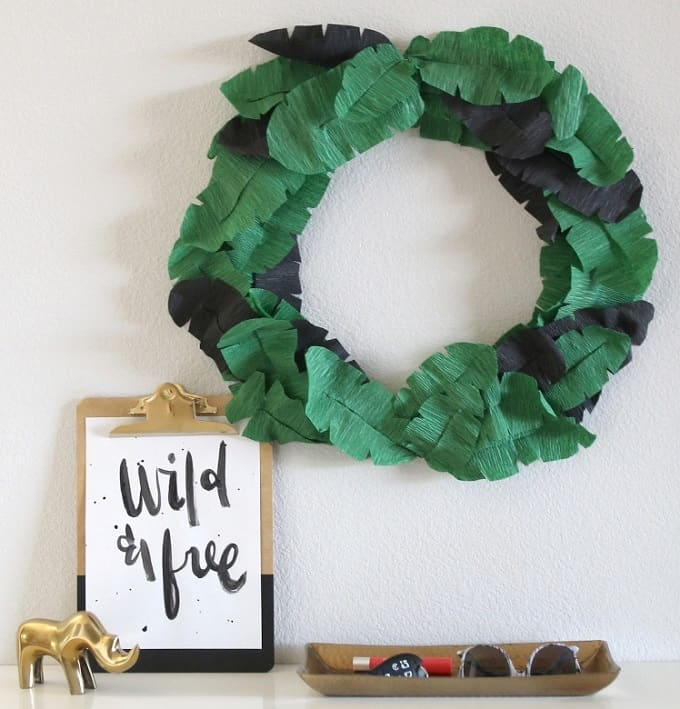 Leaf Summer Wreath We compiled an eye-catching list of 30 DIY tropical leaf craft ideas for you try. | Coolcrafts.com