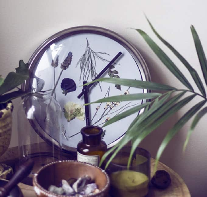 Pressed Flower Wall Clock - We compiled a list of 39 other DIY pressed flower ideas for you to make | Coolcrafts.com
