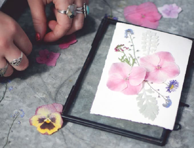 Pressed Flower Card for Mother's Day - We compiled a list of 39 other DIY pressed flower ideas for you to make | Coolcrafts.com