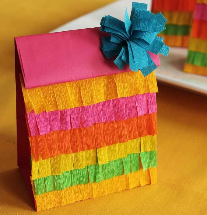 Fringed Party Favor Bags - Check out 34 other eye-catching goodie bag ideas that you can make for your next party. | Coolcrafts.com