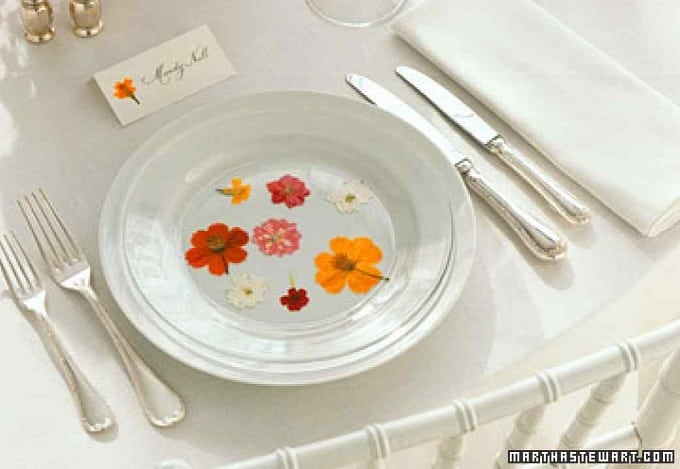 Pressed Flower Plates - We compiled a list of 39 other DIY pressed flower ideas for you to make | Coolcrafts.com