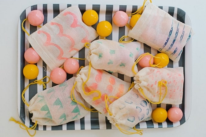 Stamped Muslin Favor Bags - Check out 34 other eye-catching goodie bag ideas that you can make for your next party. | Coolcrafts.com