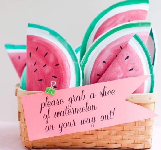 Watermelon Favor Bag - Check out 34 other eye-catching goodie bag ideas that you can make for your next party.   Coolcrafts.com
