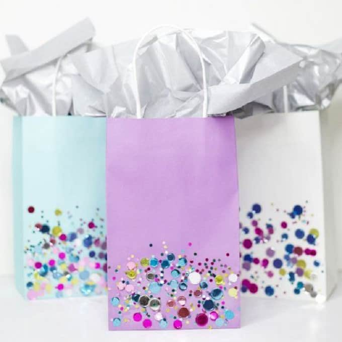 Glitter Confetti Bags - Check out 34 other eye-catching goodie bag ideas that you can make for your next party. | Coolcrafts.com