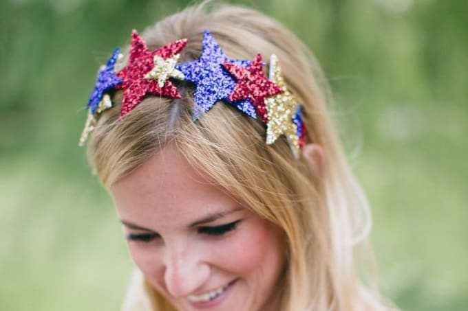 July 4th Crown - Check out our list of 39 other DIY crown and tiaras that you can create for your next party | Coolcrafts.com