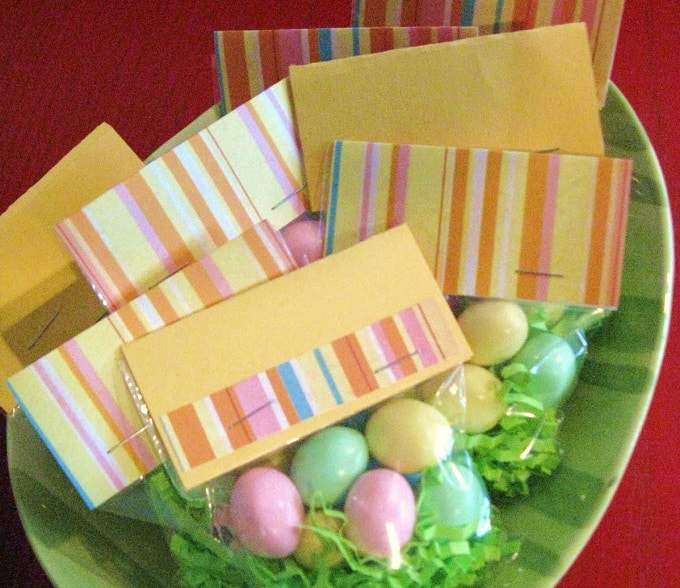 Easter Egg Candy Bags - Check out 34 other eye-catching goodie bag ideas that you can make for your next party. | Coolcrafts.com