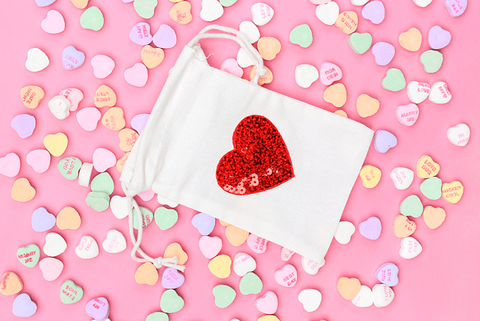 Heart Treat Bags - Check out 34 other eye-catching goodie bag ideas that you can make for your next party. | Coolcrafts.com