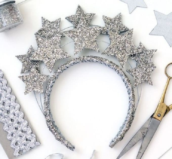 New Years Eve Star Crown - Check out our list of 39 other DIY crown and tiaras that you can create for your next party | Coolcrafts.com