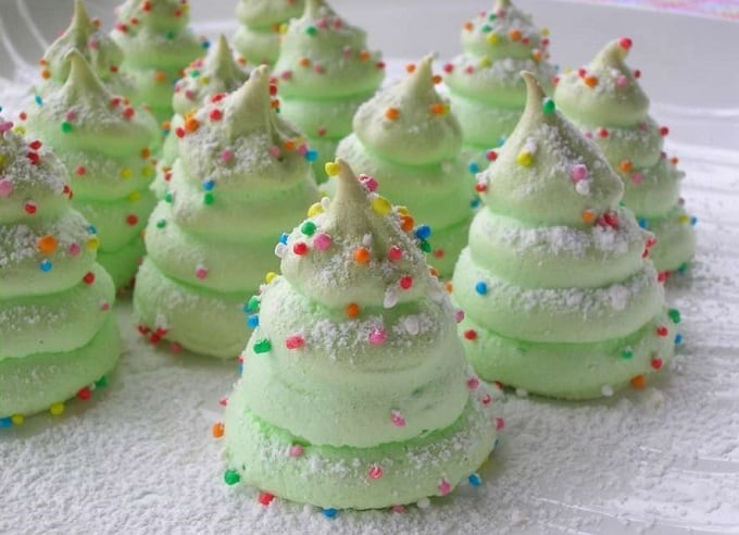 Christmas tree meringues cookies