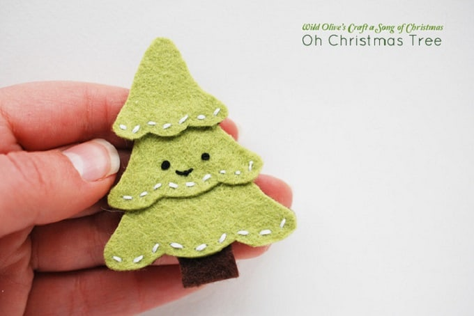 felt Christmas tree brooch