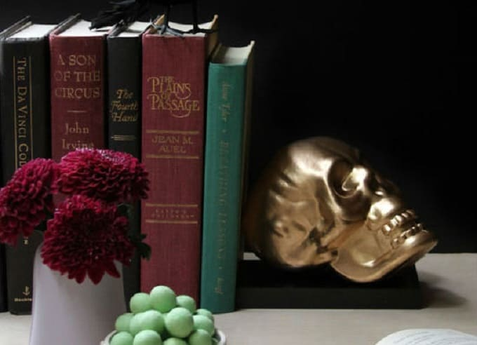 Skull Bookends U2013 How Shakespearean! Divide As By You Spray Painted Theirs  In Gold And They Look Incredibly On Trend. DIY Arrow Bookends