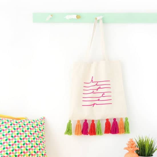 Easy DIY Yarn Tassle Tote