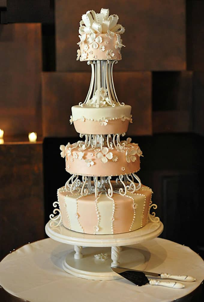 Elegant Wedding Cake Black