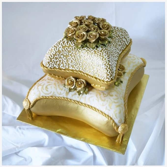 gold pillow wedding cake