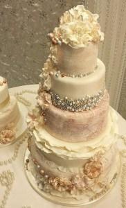 pearl vinatage wedding cake