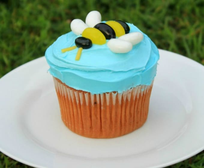 simple bee cake