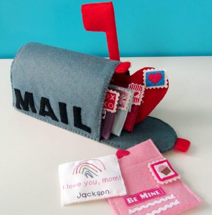 felt Valentines mailbox