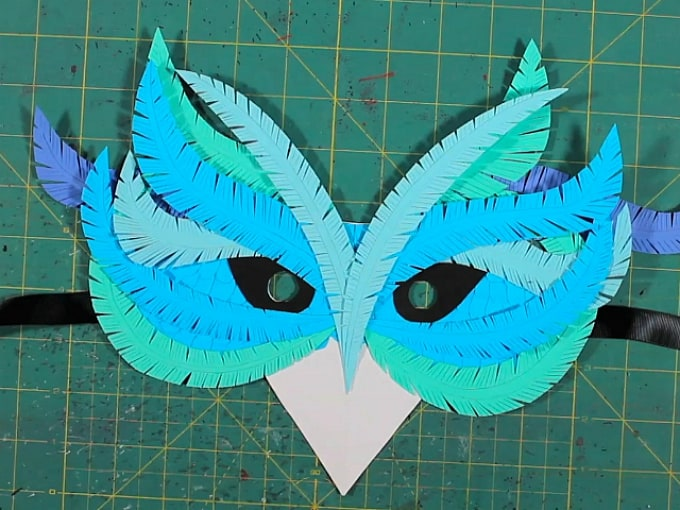bird-inspired mask