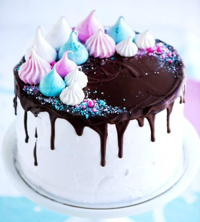 meringue dream drip cake