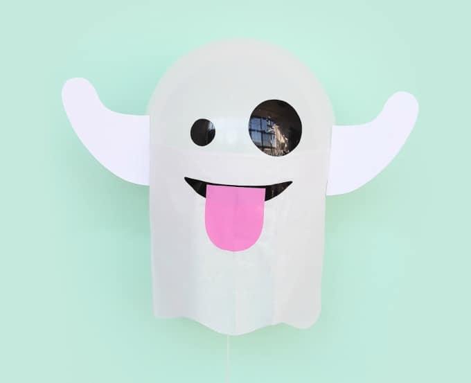 DIY ghost emoji balloons