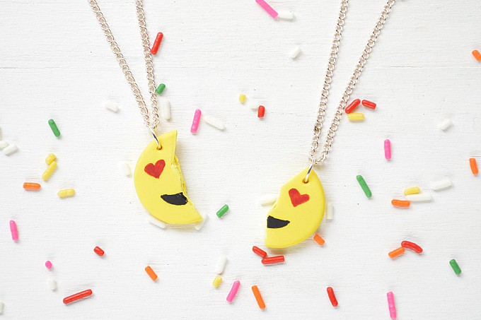 emoji best friend necklaces