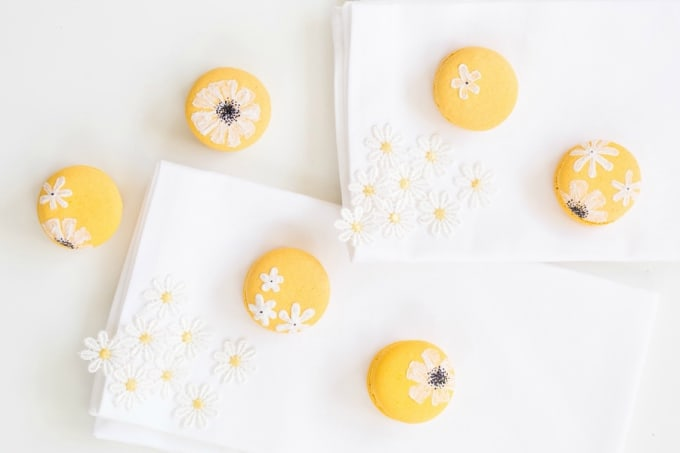 DIY daisy macarons