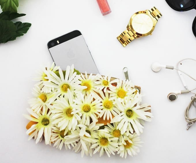 DIY daisy-adorned pouch