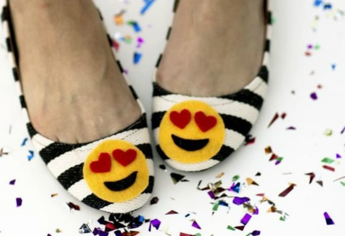 emoji heart shoes