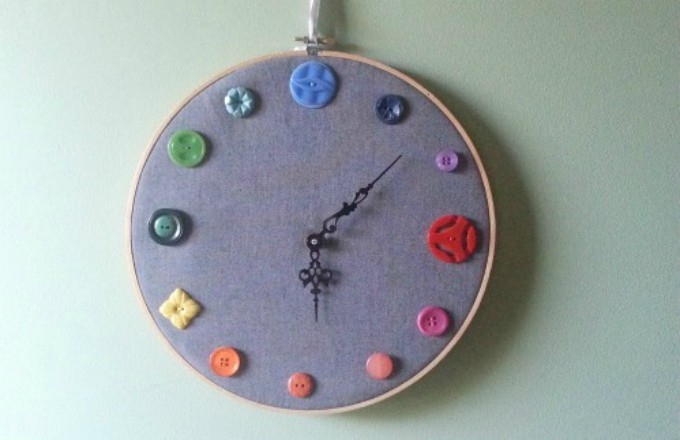 diy clock using an embroidery hoop