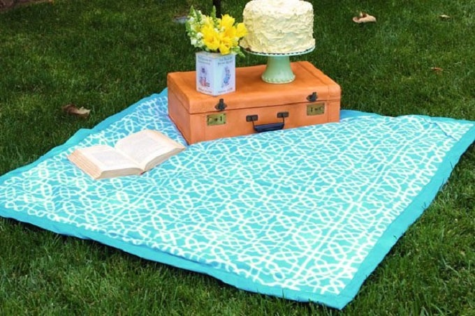 eye-catching picnic blanket