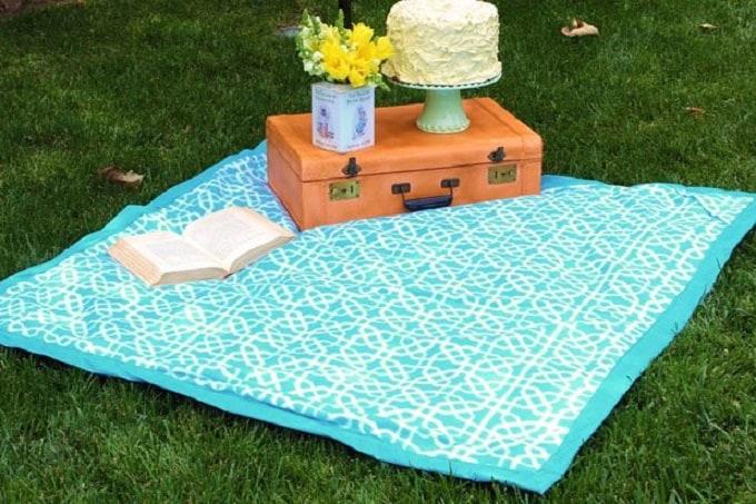 eye-catching picnic blanket
