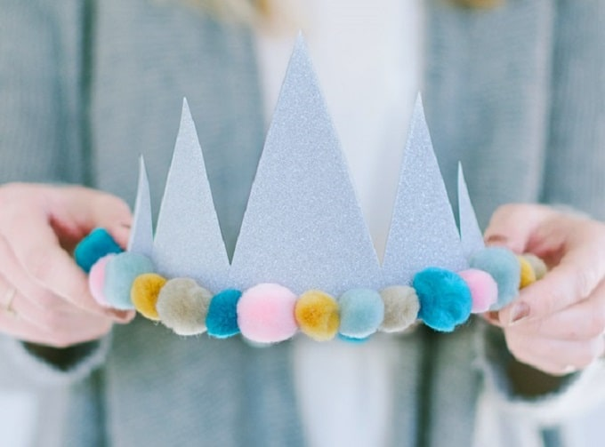 Birthday Crowns - Check out our list of 39 other DIY crown and tiaras that you can create for your next party | Coolcrafts.com