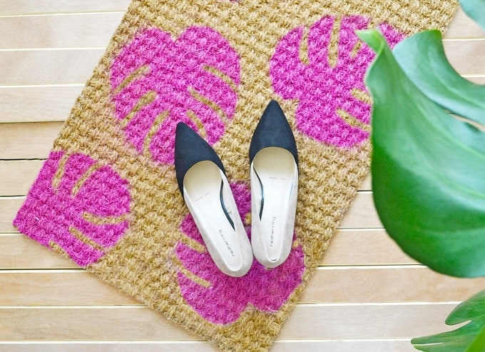 Monstera Leaf Doormat We compiled an eye-catching list of 30 DIY tropical leaf craft ideas for you try. | Coolcrafts.com