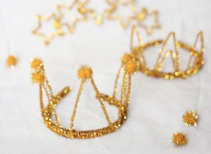 DIY Sparkle Party Crowns - Check out our list of 39 other DIY crown and tiaras that you can create for your next party | Coolcrafts.com