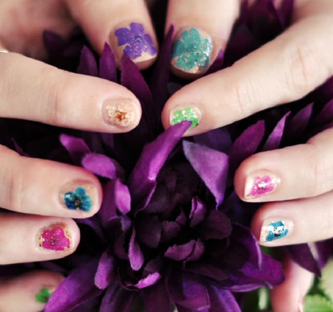Pressed Flowers on Your Nails - We compiled a list of 39 other DIY pressed flower ideas for you to make | Coolcrafts.com