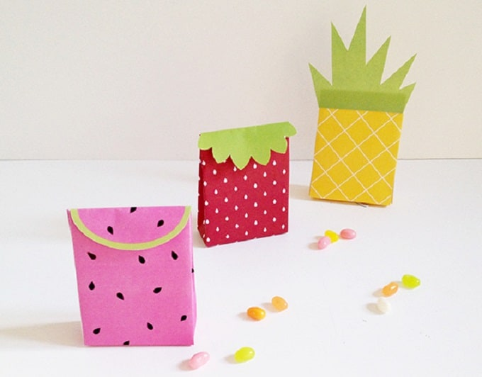 Fruit Gift Bags - Check out 34 other eye-catching goodie bag ideas that you can make for your next party. | Coolcrafts.com