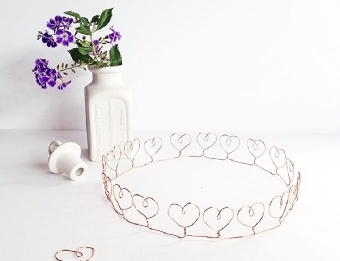 Wire Heart Crown - Check out our list of 39 other DIY crown and tiaras that you can create for your next party | Coolcrafts.com
