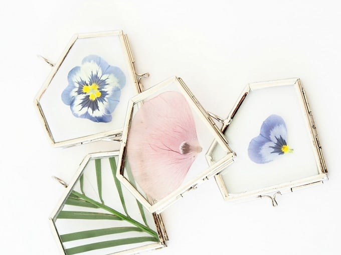 Pressed Flower Ornaments - We compiled a list of 39 other DIY pressed flower ideas for you to make | Coolcrafts.com