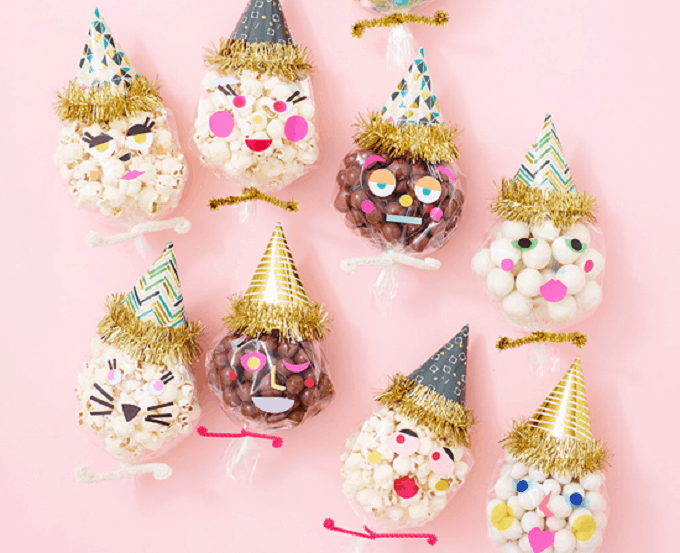 Clown Head Party Favor Bags - Check out 34 other eye-catching goodie bag ideas that you can make for your next party. | Coolcrafts.com